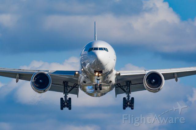 Boeing 777-200 (JA009D)