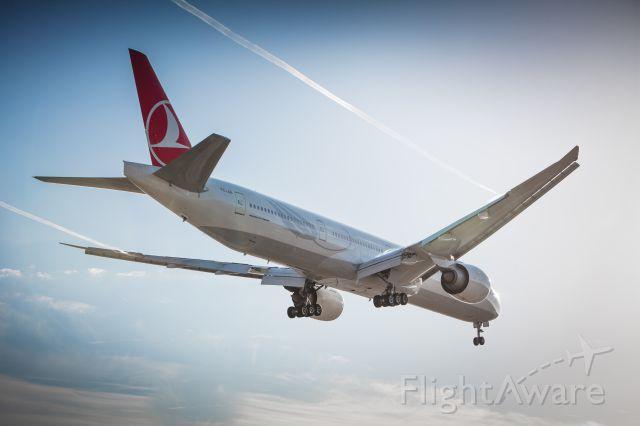 BOEING 777-300 (TC-JJL)