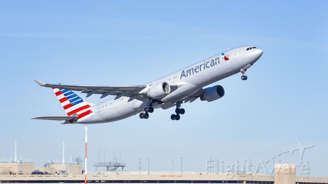 Airbus A330-300 (N271AY) - AA A333 Light takeoff out of phoenix