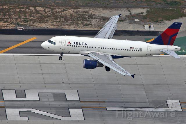Airbus A319 (N344NB) - Landing.