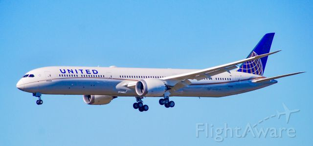 Boeing 787-8 (N17002) - United second 787-10 performing a touch and go at GSP.