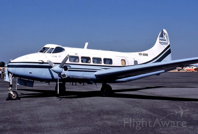 Hawker Siddeley Dove (VH-ABM) - PENGUIN EXPRESS - DE HAVILLAND (RILEY ) TURBO EXEC 400 (DH-104) - REG VH-ABM (CN 04097) - BALLARAT AIRPORT VIC. AUSTRALIA - YBLT (25/2/1990)