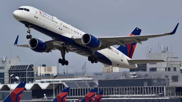 Boeing 757-200 (N546US) - Delta Airlines 757 in a Delta Airlines world.