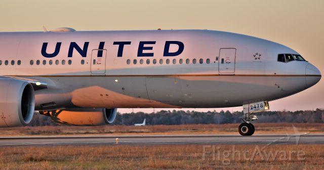 Boeing 777-200 (N778UA) - UA 777-222ER taxiing at IAH Airport.  Houston, Tx
