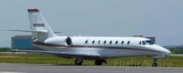Cessna Citation Sovereign (N359QS) - Taxing to 17L