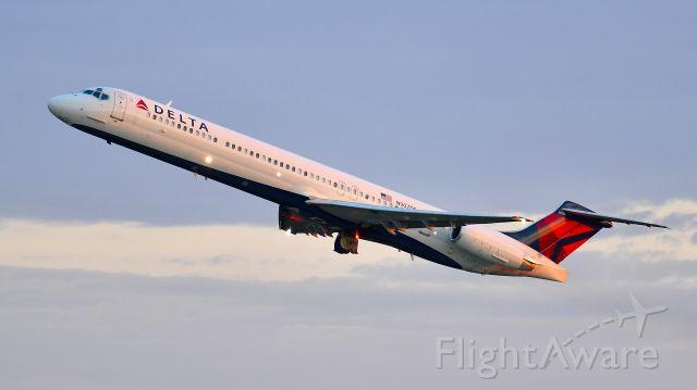 McDonnell Douglas MD-88 (N903DE) - Delta Airlines McDonnell Douglas MD-88 (N907DE) departs KRDU Rwy 23R on 06/02/2020 at 6:05 am.