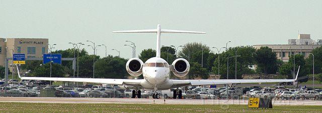 Bombardier Global 5000 (N111QS)