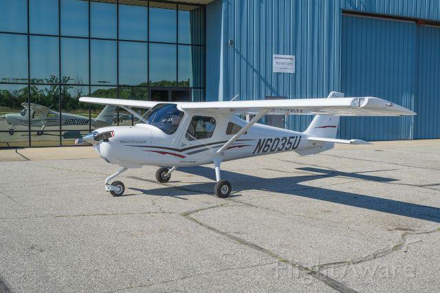 Cessna Skycatcher (N6035U) - Another beautiful photo of the new skycatcher.