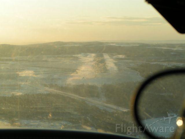 Piper PA-44 Seminole (C-GLKT) - CYYT ILS 29,Windy!