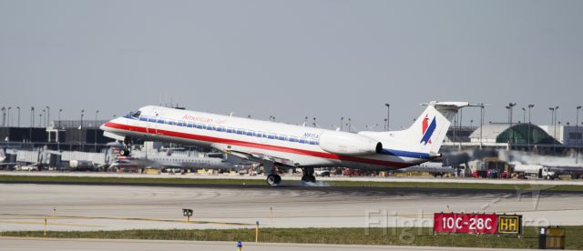 Embraer ERJ-145 (N815AA)