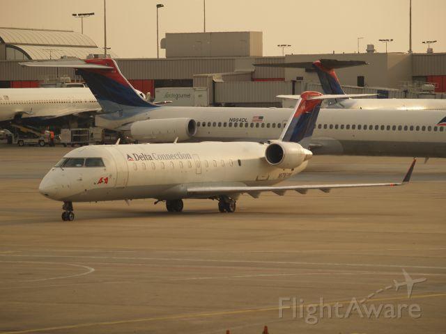 Canadair Regional Jet CRJ-200 (N979EV)