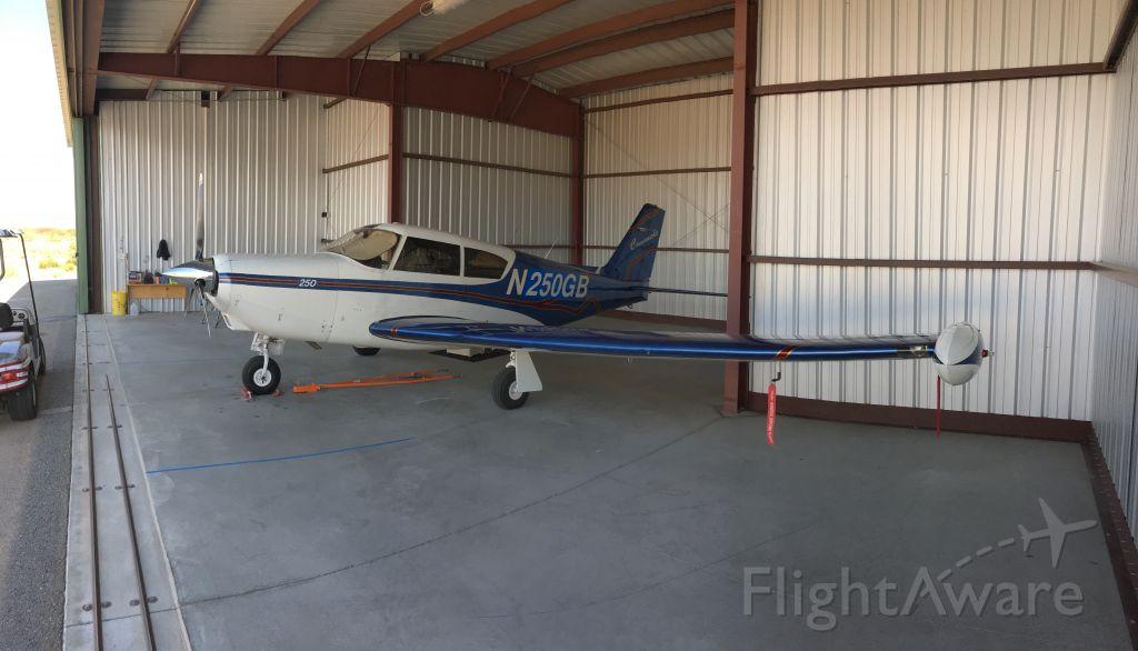 Piper PA-24 Comanche (N250GB)