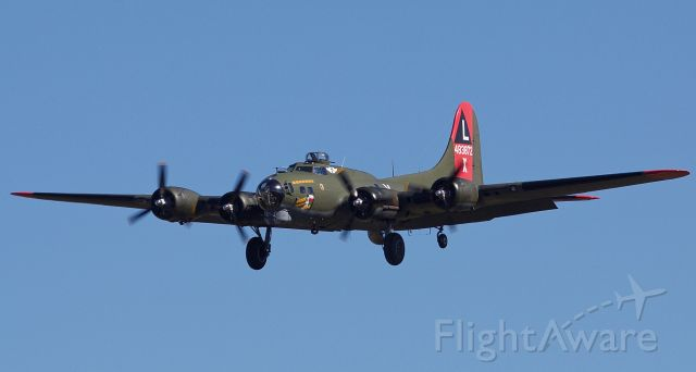 """Boeing B-17 Flying Fortress (N7227C) - B-17G Flying Fortress """"Texas Raiders"""" performing at the 2018 Commemorative Air Force Wings Over Dallas airshow (Please view in """"full"""" for highest image quality)"""