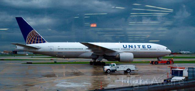 Boeing 777-200 (N797UA) - Chicago,  5 octobre 2013