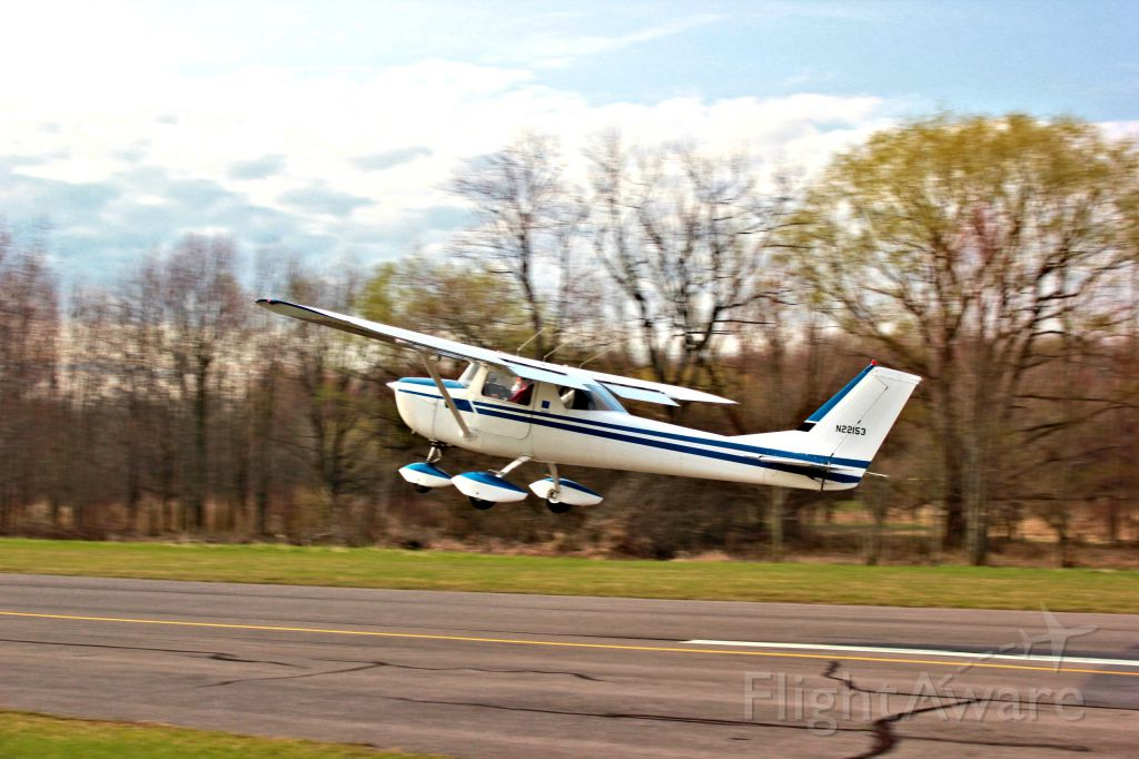 Cessna Commuter (N22153) - C-150H departing Skaneateles