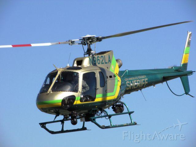 Eurocopter AS-350 AStar (N962LA) - Lifting off from Brackett Field
