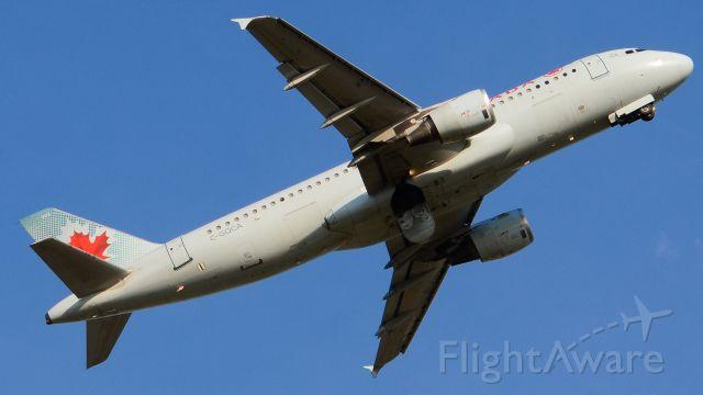 Airbus A320 (C-GQCA)