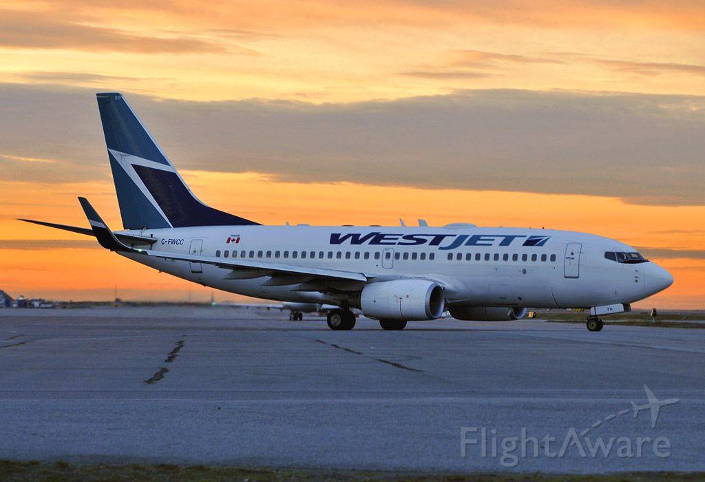 Boeing 737-700 (C-FWCC)