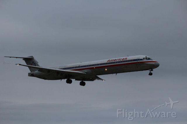 McDonnell Douglas MD-82 — - AAL