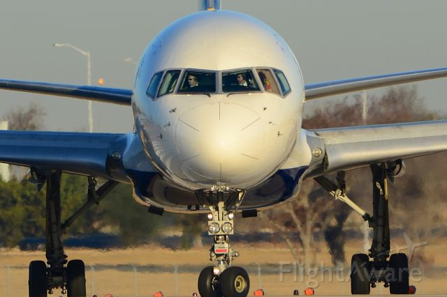 Boeing 757-200 (N900PC) - Line up and wait.