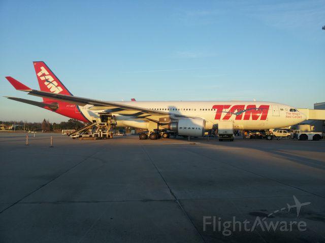 Airbus A330-300 (PT-MVF)