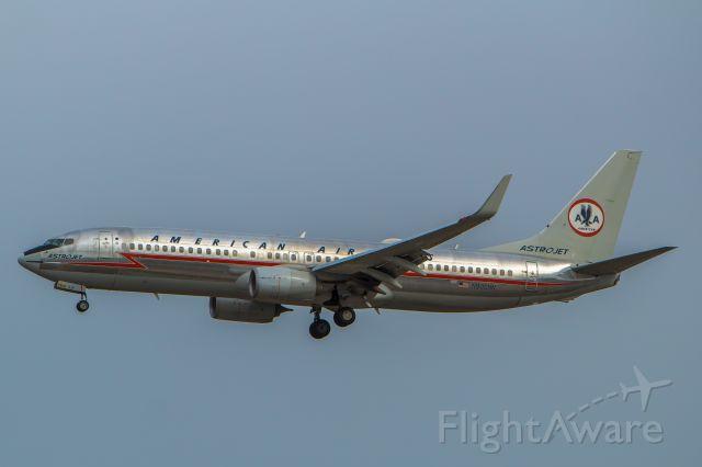 Boeing 737-700 (N905NN)