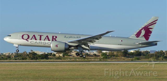 Boeing 777-200 (A7-BFT) - On landing RWY31