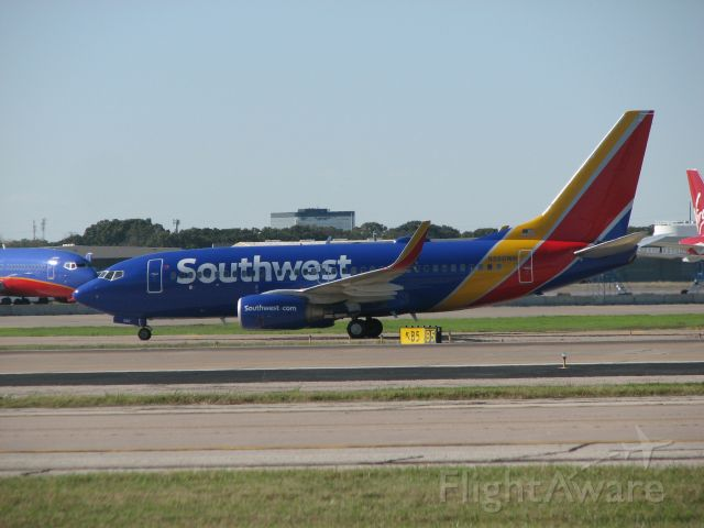 Boeing 737-700 (N560WN) - Southwest flight 4040 arrived from Santa Ana, CA