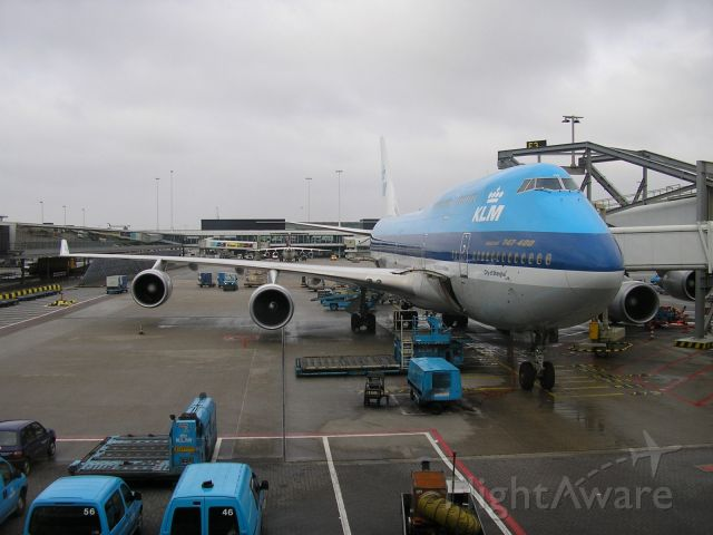 Boeing 747-400 (PH-BFW) - Ready for Boarding