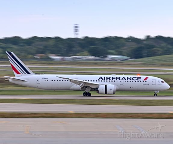 Boeing 787-8 (F-HRBH) - Air France 378 slowing down on runway 21L from Paris. <br /><br />10/2/2020