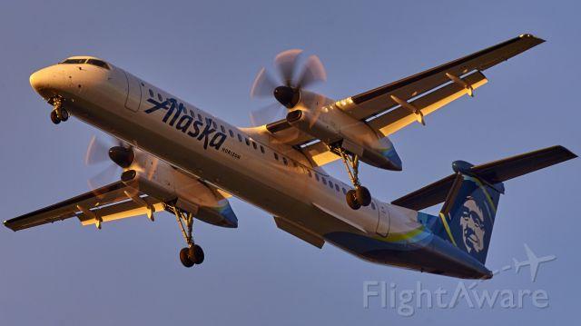de Havilland Dash 8-400 (N439QX) - Horizon's staple airframe gliding down into Boise on a warm May evening