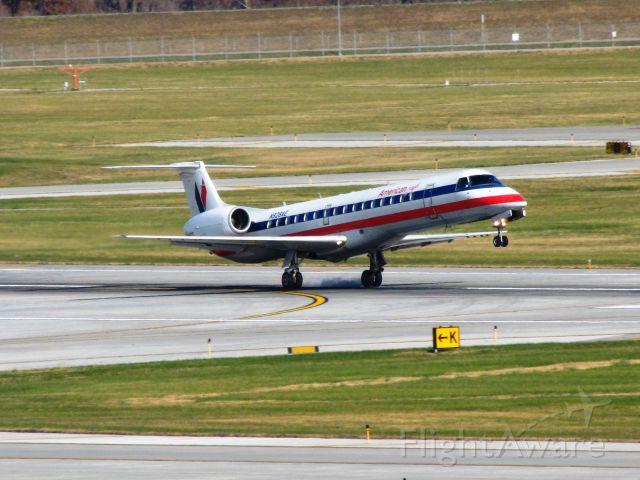 Embraer ERJ-145 (N928AE)
