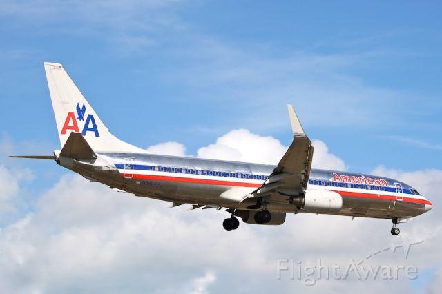 Boeing 737-800 (N945AN)