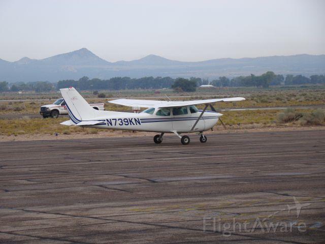 Cessna Skyhawk (N739KN) - 1978 Cessna 172N currently leased by Western Wings Flight School in Cedar City, UT. Taxiing to runway 20.
