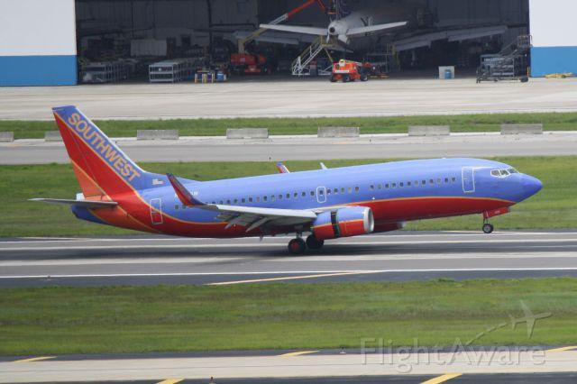 BOEING 737-300 (N628SW) - Southwest Flight 3159 (N628SW) arrives on Runway 19L at Tampa International Airport following a flight from New Orleans International Airport
