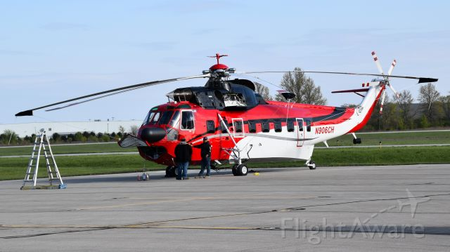 Sikorsky Sea King (N906CH) - In town for some work at a substation