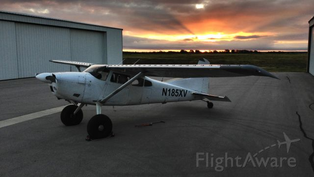 Cessna Skywagon (N185XV) - HenriksenJetCenter<br />Always count on a great sunrise/sunset at the airport