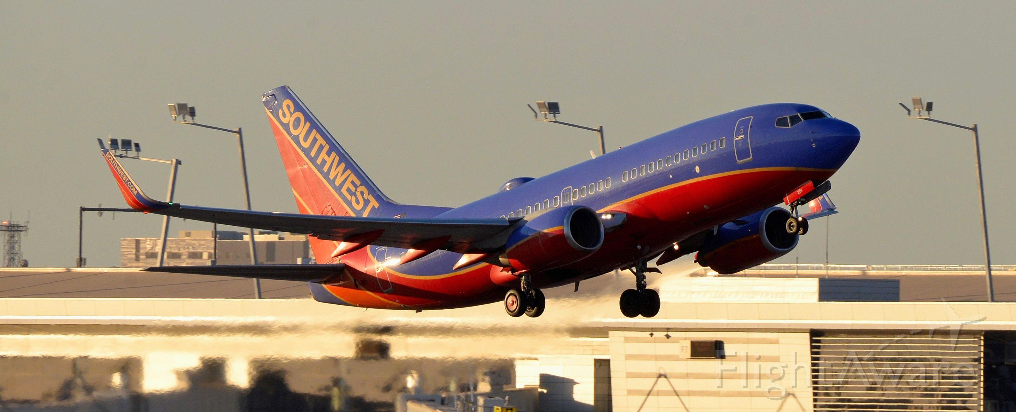 Boeing 737-700 (N261WN) - phoenix sky harbor international airport 02DEC20