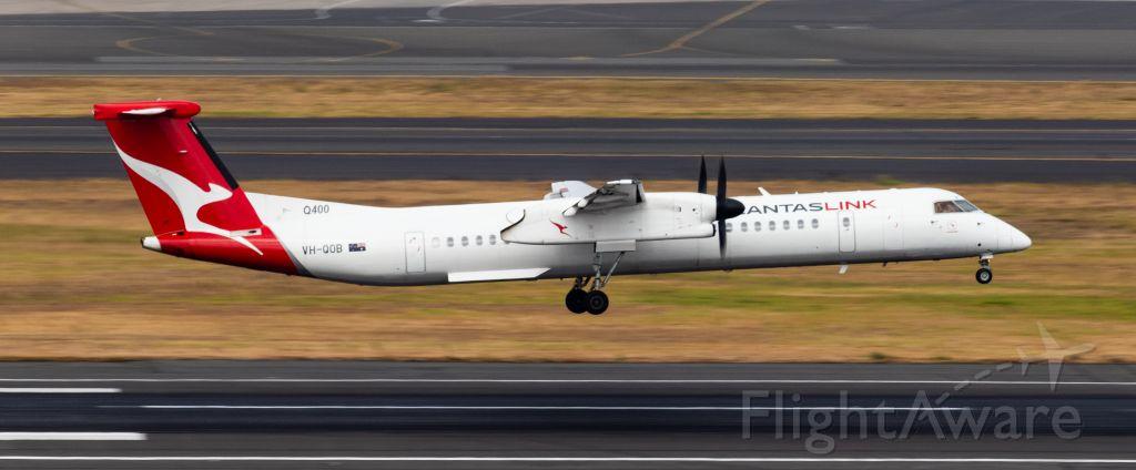 de Havilland Dash 8-400 (VH-QOB)