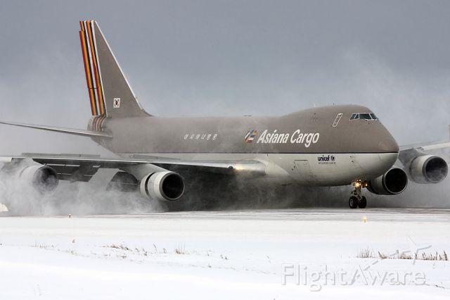 Boeing 747-400 (HL7419) - a nice snowy arrival.