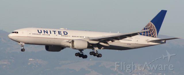 Boeing 777 (N799UA)