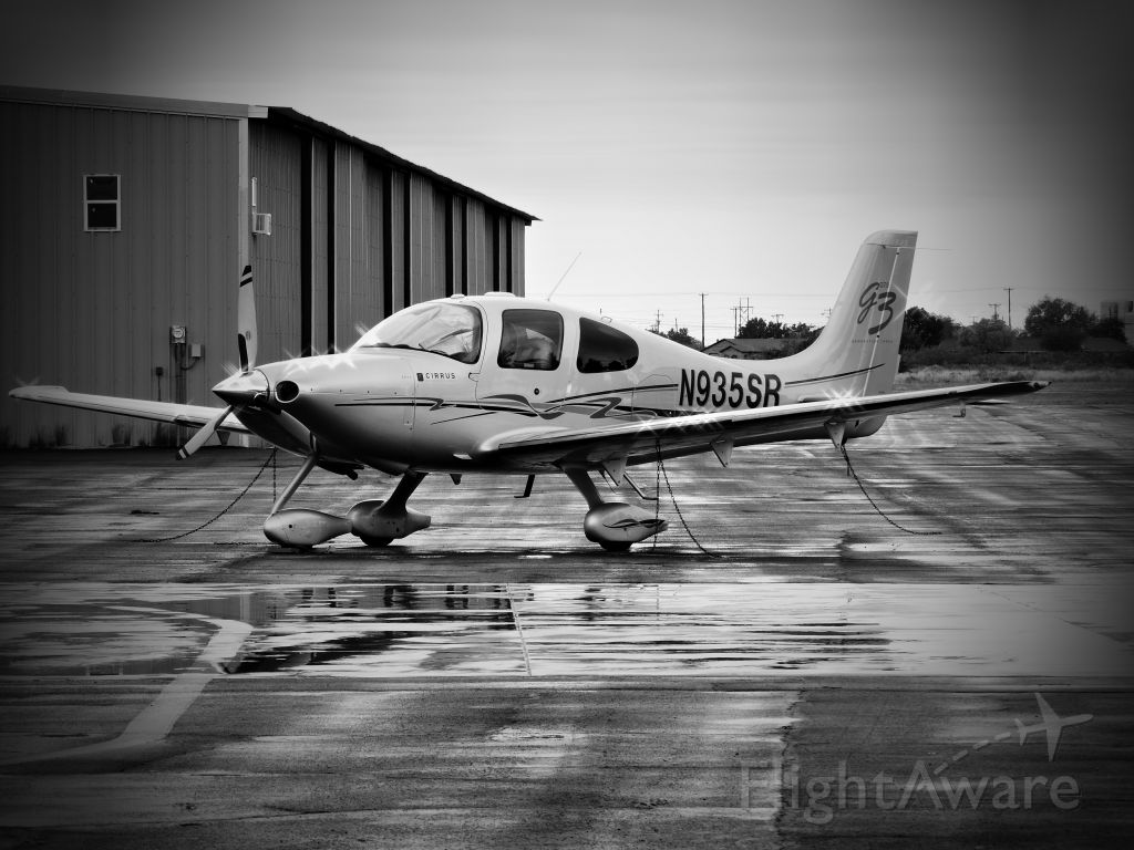 Cirrus SR-22 (N935SR) - Taken Thanksgiving weekend 2016 at Roy Hurd Municipal Airport in Monahans, Texas.  Rainy weekend but it made for a good monochrome shot.