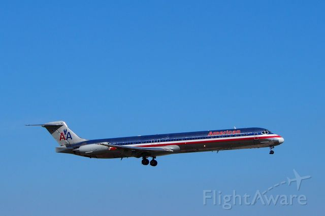 McDonnell Douglas MD-80 (N437AA)