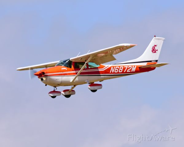 Cessna Skylane (N6872M) - Honor and glory you must win. Go Cougs!