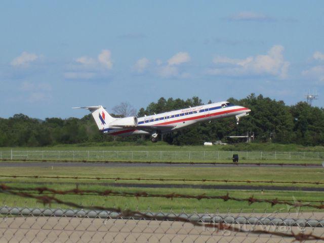 Embraer ERJ-135 (N725AE)