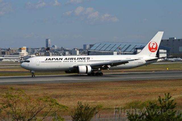 BOEING 767-300 (JA8398) - 2014-11-15