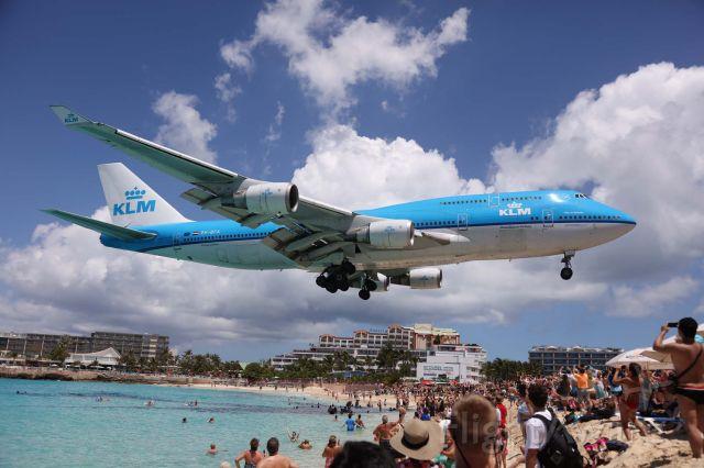 Boeing 747-400 (PH-BFA) - Maho beach le 5-04-2016