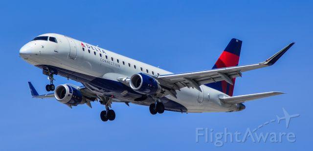 EMBRAER 175 (long wing) (N291SY) - N291SY Delta Connection Embraer ERJ-175LL (ERJ-170-200 LL) s/n 17000759 (SkyWest Airlines) - Las Vegas - McCarran International Airport (LAS / KLAS)br /USA - Nevada April 30, 2021br /Photo: Tomás Del Coro