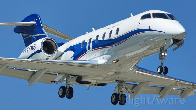 Bombardier Challenger 300 (N777MS) - 13L approach.