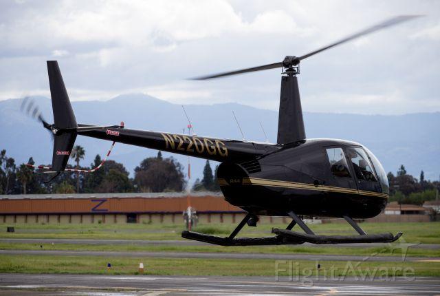 Robinson R-44 (N220GG)